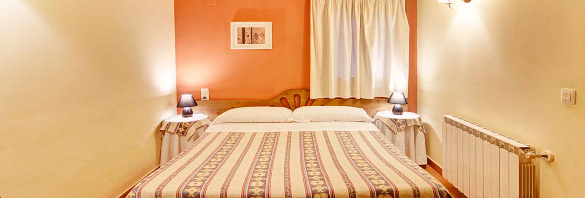 Molí Nou - Apartamentos rurales para grupos - Dormitorio de matrimonio